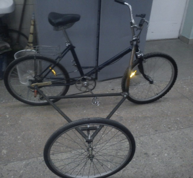 Легкая съемная коляска к велосипеду-реализация
