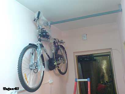Подъёмник для хранения мотовелосипедов в квартире.
