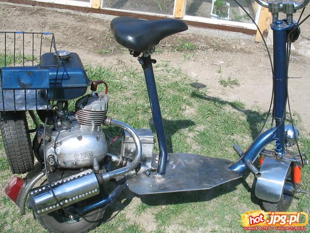 Детский самокат с мотором